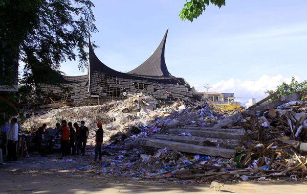 Последствия землетрясения в городе Паданг