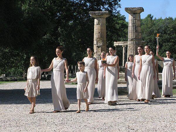 Репетиция зажжения Олимпийского огня в храме Геры в Олимпии