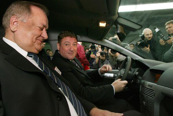 Губернатор Калининградской области Георгий Боос и исполнительный директор Автотора Владимир Кривченко .
