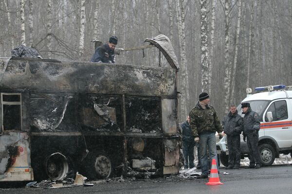 Восемь человек погибли в столкновении грузовика и микроавтобуса в КБР