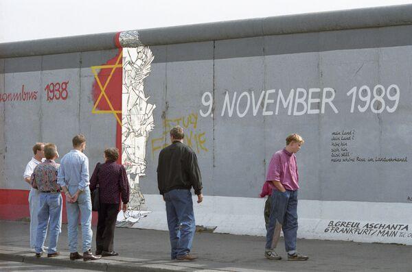 Участок Берлинской стены, оставленный не разрушенным