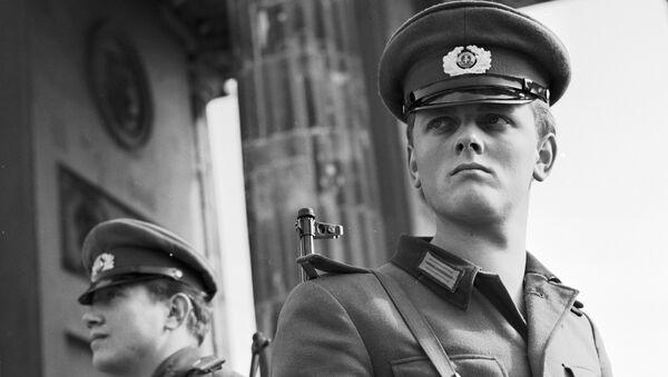 Пограничники в восточной части Берлина