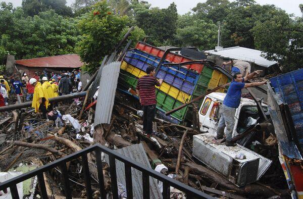 Число жертв урагана Ида в Сальвадоре увеличилось до 152 человек