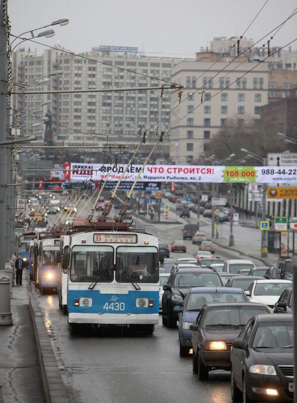 Обрыв троллейбусных проводов на Садовом кольце