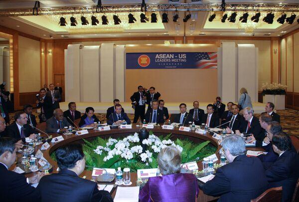 Лидеры АТЭС обсуждают международные и региональные проблемы