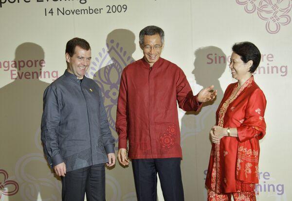 Медведев проводит переговоры с президентом Сингапура