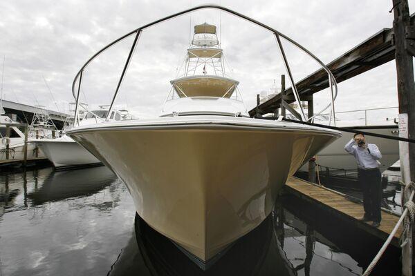 Яхта Viking Converible, ранее принадлежавшую ближайшему помощнику Бернарада Мэдоффа Фрэнку Дипаскали