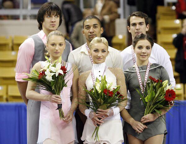 Алена Мухортова и Максим Траньков (слева)
