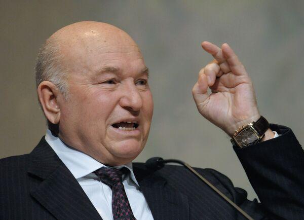 Лужков предложил продавать воду северных рек Казахстану