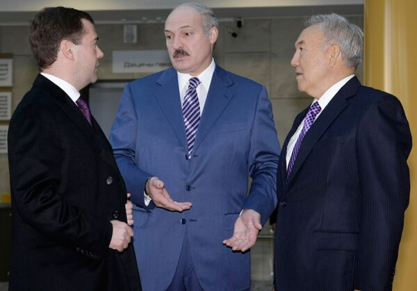 Президент РФ Дмитрий Медведев, президент Белоруссии Александр Лукашенко и президент Казахстана Нурсултан Назарбаев
