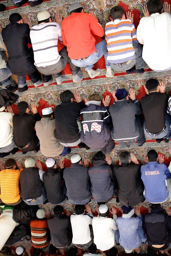 В мечети в день праздника жертвоприношения Курбан-Байрам. Архив