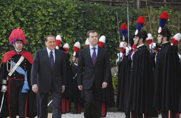 Президент РФ Д.Медведев на церемонии официальной встречи с премьер-министром Италии С.Берлускони