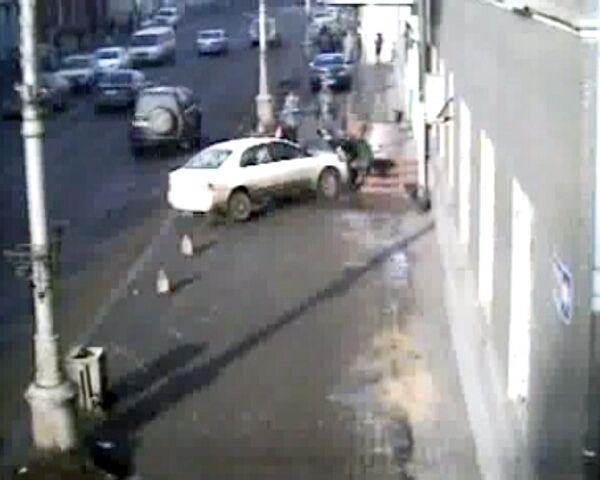 Иномарка на скорости сбила двух сестер в Иркутске