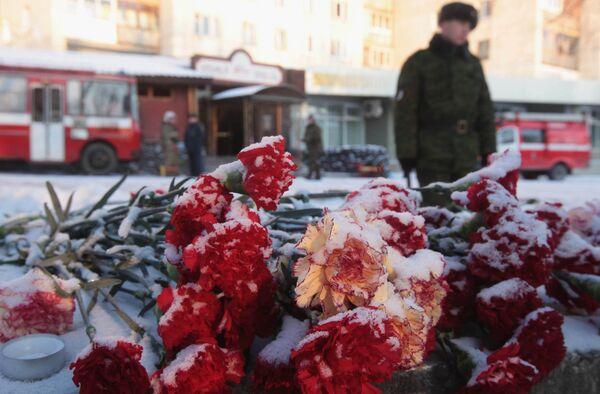 Жители Перми почтили память погибших при пожаре в ночном клубе Хромая лошадь в Перми