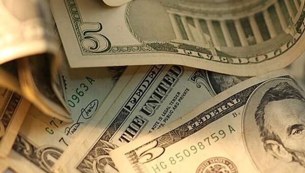 Доллар подорожал на открытии в понедельник на 7 копеек