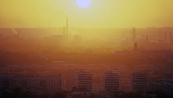 Смог, промышленными выбросами предприятий. Архивное фото