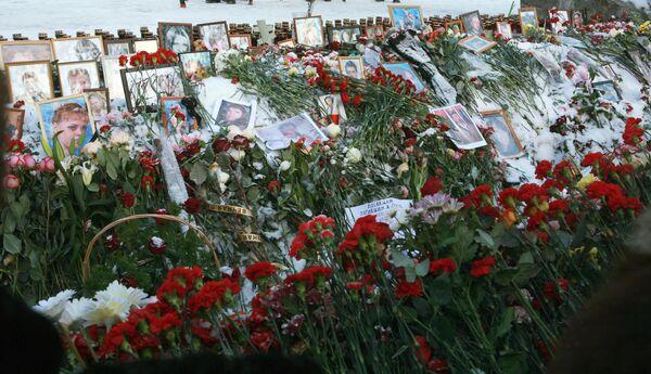 Жители Перми почтили память погибших при пожаре в ночном клубе