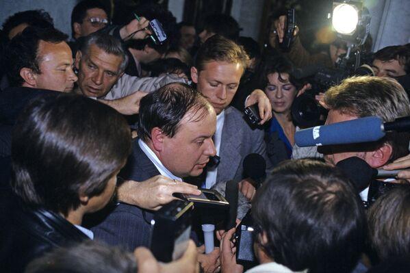 Егор Гайдар, и.о. председателя правительства РФ на сессии Верховного Совета России