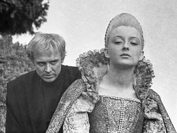 Анастасия Вертинская и Иннокентий Смоктуновский на съемках фильма Гамлет