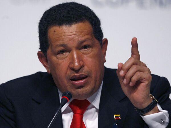 Чавес обвиняет Обаму в интригах на саммите и чувствует запах серы