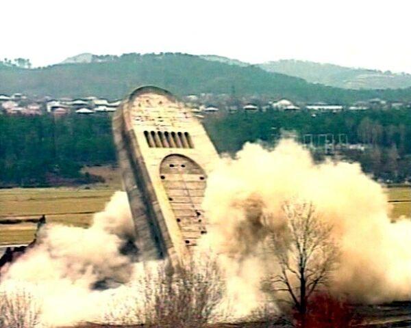 Взрыв Мемориала Славы в Кутаиси - обломками убило двух человек