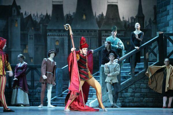 Сцена из балета Эсмеральда. Игорь Цвирко - исполнитель партии Квазимодо