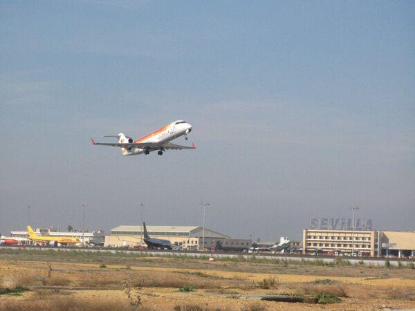 Взлет самолета в одном из аэропортов в Испании. Архив