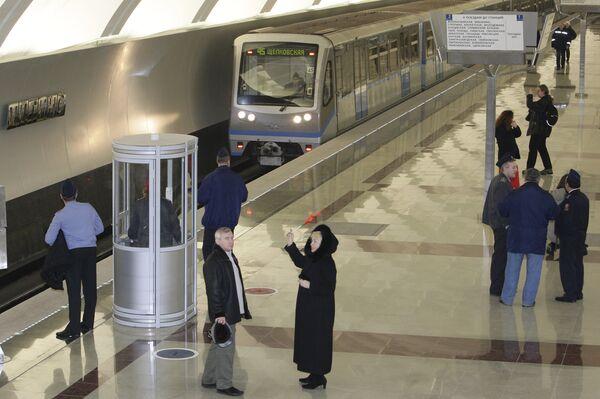 Открытие станции московского метро - Митино Арбатско-Покровской линии