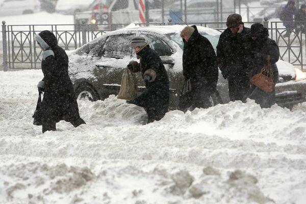 Последствия рекордных снегопадов в Санкт-Петербурге. Архив