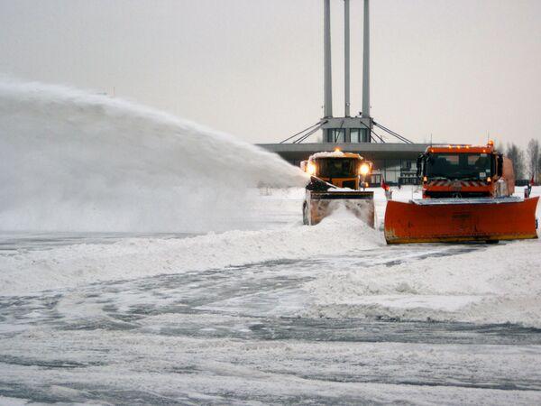 Семилетний ребенок угнал снегоуборочную машину
