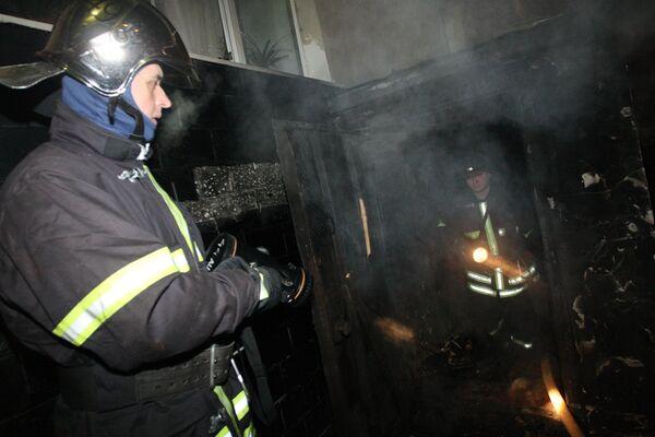 Автосервис горит на северо-востоке Москвы
