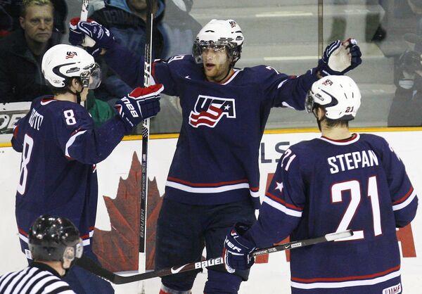 Игроки молодежной сборной США по хоккею