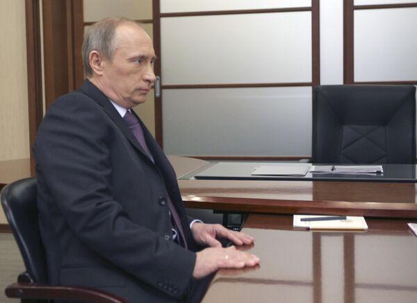 Премьер-министр РФ Владимир Путин провел рабочую встречу с заместителем председателя правительства РФ Игорем Сечиным