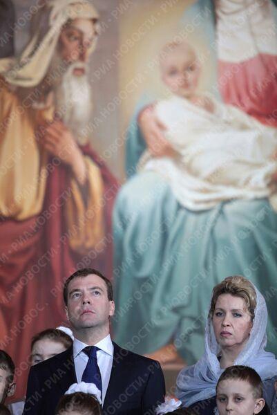 Президент РФ Дмитрий Медведев посетил рождественскую службу