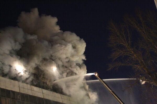 Крупный пожар в административном здании в Москве