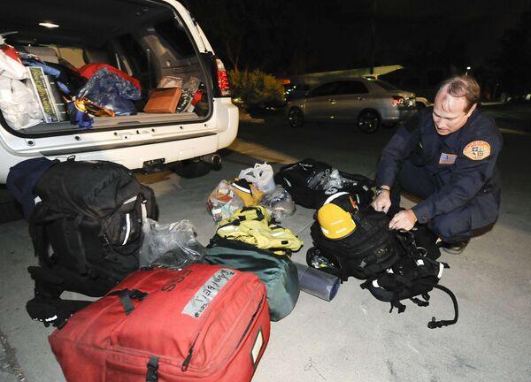 Спасатели из Лос-Анджелеса готовятся к отправке на Гаити, где произошло землетрясение