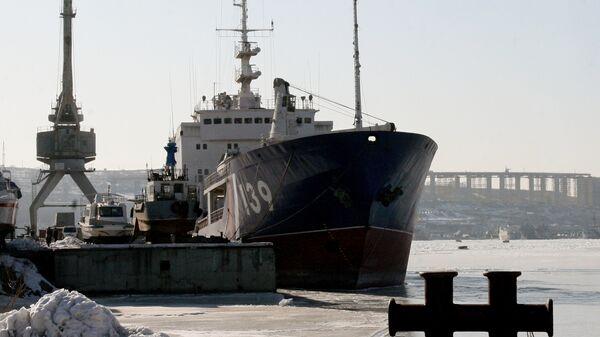 Пограничный флот Приморья пополнился новым танкером ледового класса Ишим