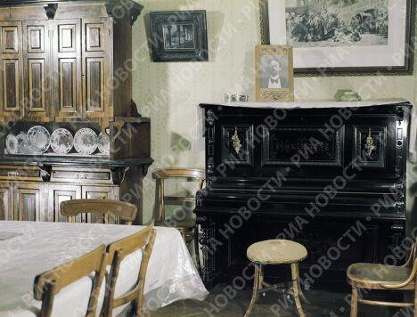 Гостиная в доме-музее писателя Чехова в Ялте