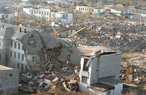 г.Нефтегорск, разрушенный в результате сильного землетрясения