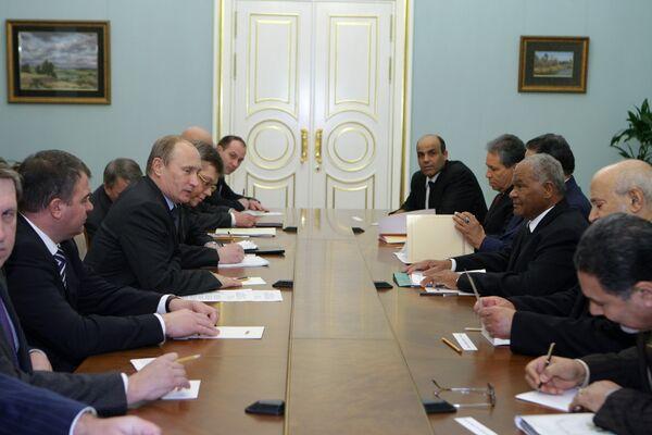 Премьер-министр РФ Владимир Путин встретился с министром обороны Ливии