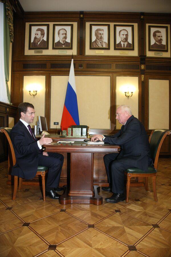 Встреча президента РФ Дмитрия Медведева с губернатором Томской области Виктором Крессом. Архив