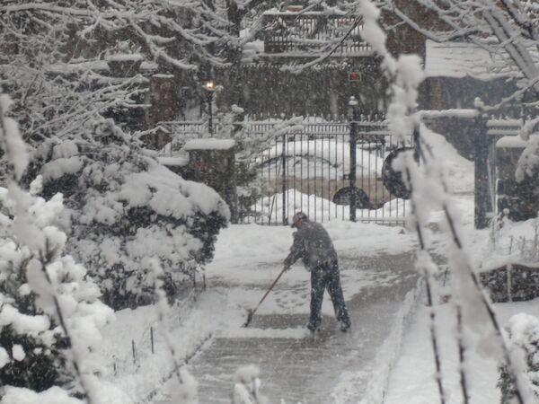 Новый снегопад обрушился на Нью-Йорк