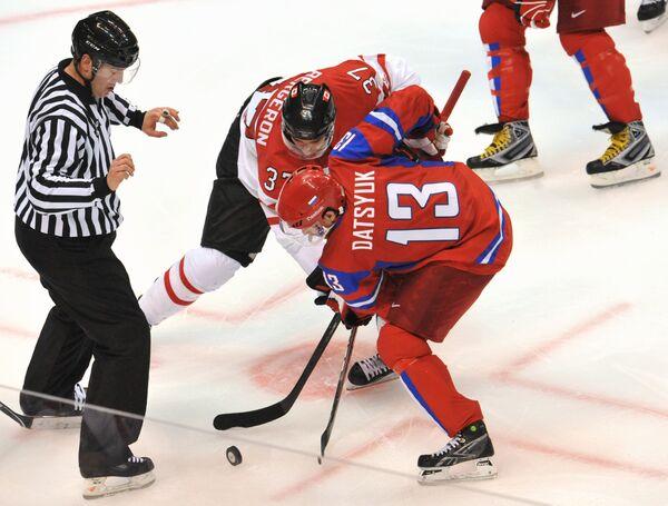Российский нападающий Павел Дацюк и канадский нападающий Патрис Бержерон