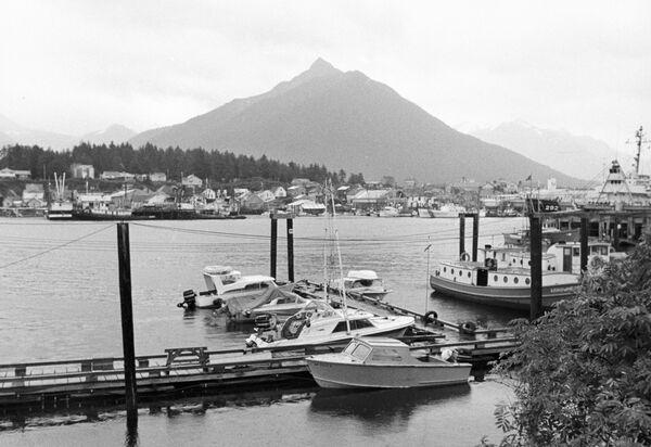 Рыбопромышленный порт в городе Ситка на Аляске