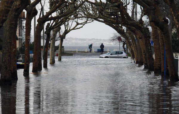 Ураган Ксинтиа (Xynthia) обрушился на Францию