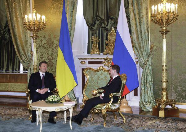 Президент России Дмитрий Медведев и президент Украины Виктор Янукович