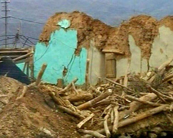 Последствия землетрясения в Турции: глиняные дома разрушены стихией