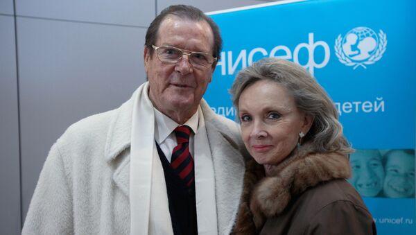 Английский актер Роджер Мур в Москве