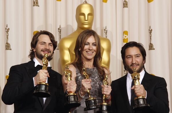 Марк Боал (слева), Кэтрин Бигелоу и Грег Шапиро (справа) на вручении премии Оскар