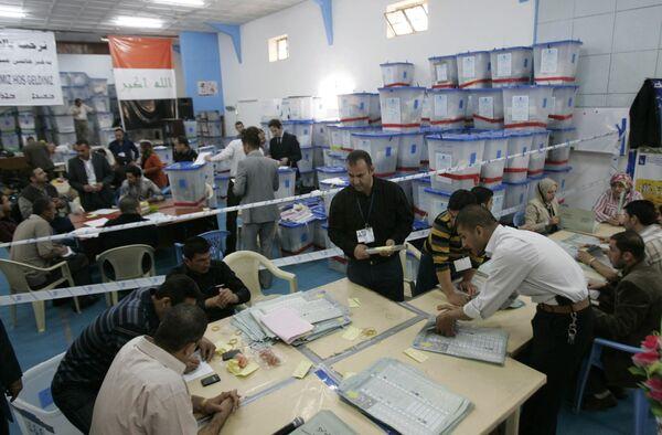 Подсчет бюллетеней на парламентских выборах в Ираке